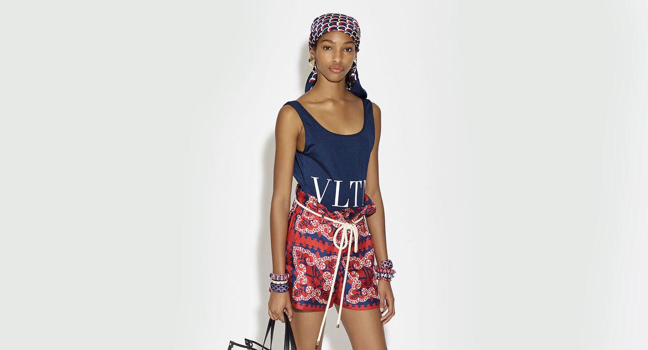 Valentino Online Boutique  apparel and accessories 9e49f301cda55
